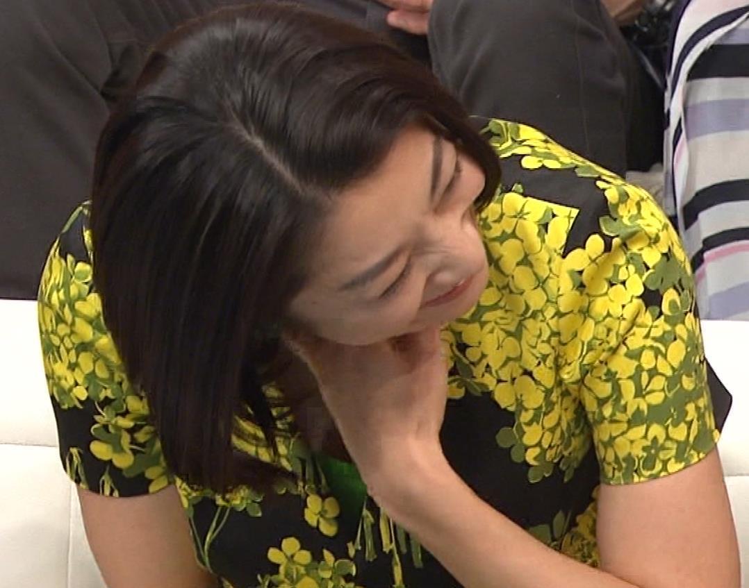小池栄子 胸元エロキャプ・エロ画像6