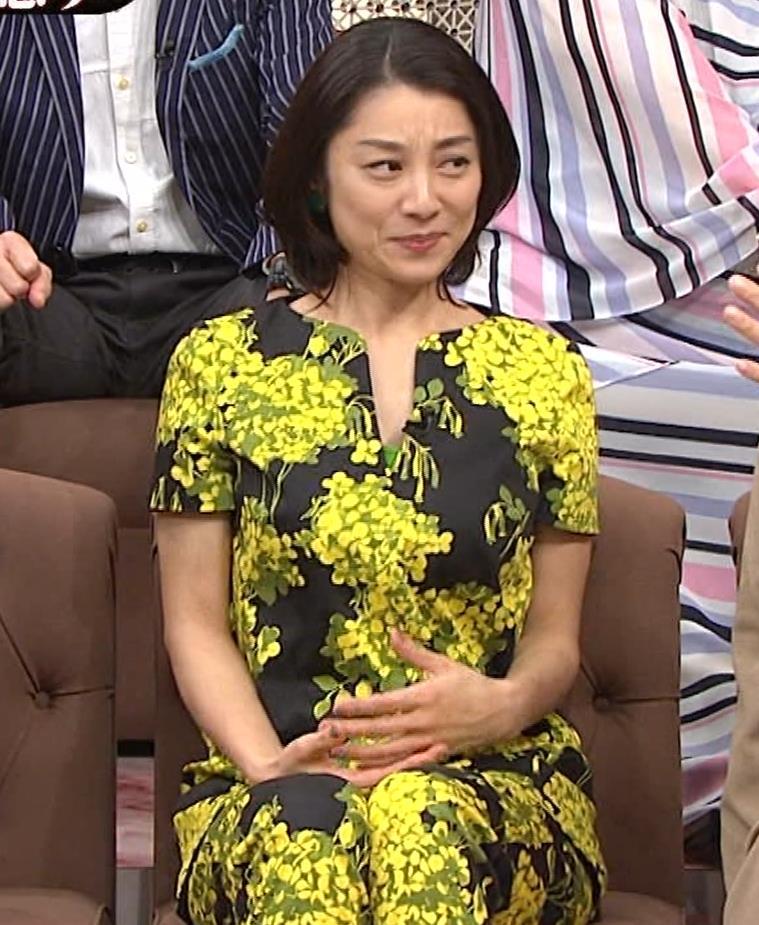 小池栄子 胸元エロキャプ・エロ画像7