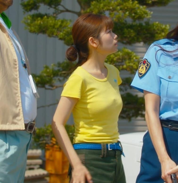 小芝風花 胸が大きくてTシャツおっぱいがエロいキャプ・エロ画像4