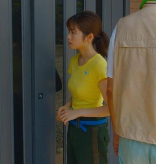 小芝風花 胸が大きくてTシャツおっぱいがエロいキャプ画像(エロ・アイコラ画像)