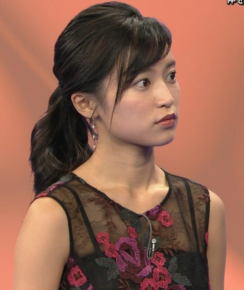 小島瑠璃子 透けノースリーブとかキャプ・エロ画像11