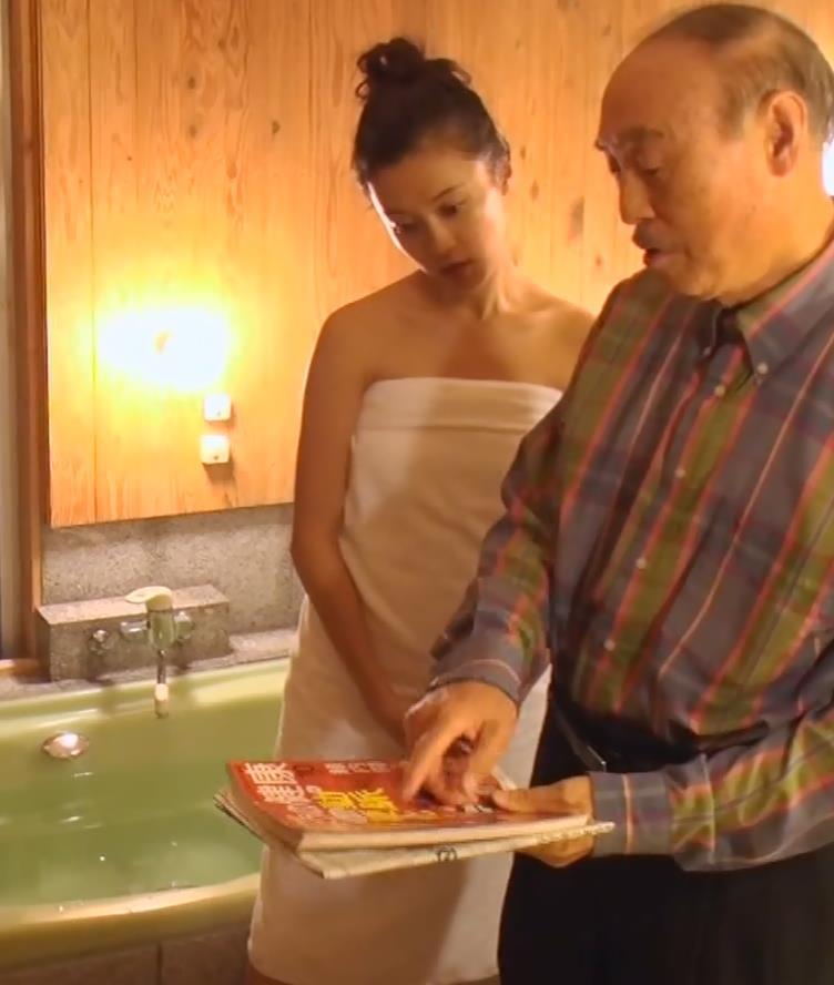 小島瑠璃子 入浴バスタオル姿キャプ・エロ画像