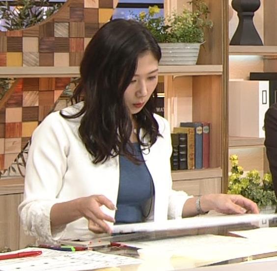 桑子真帆アナ 巨乳が猛アピールしてたよキャプ・エロ画像3