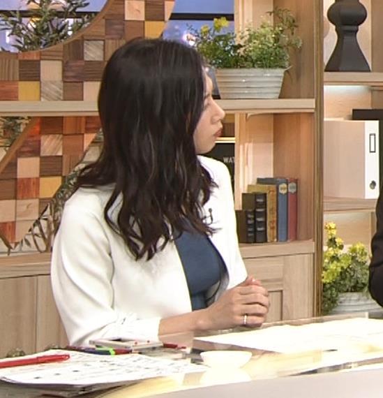 桑子真帆アナ 巨乳が猛アピールしてたよキャプ・エロ画像4