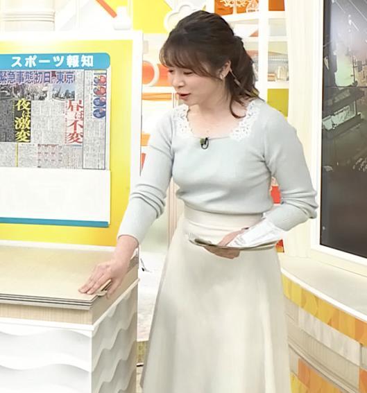 皆川玲奈アナ 朝からエロい横乳キャプ・エロ画像2