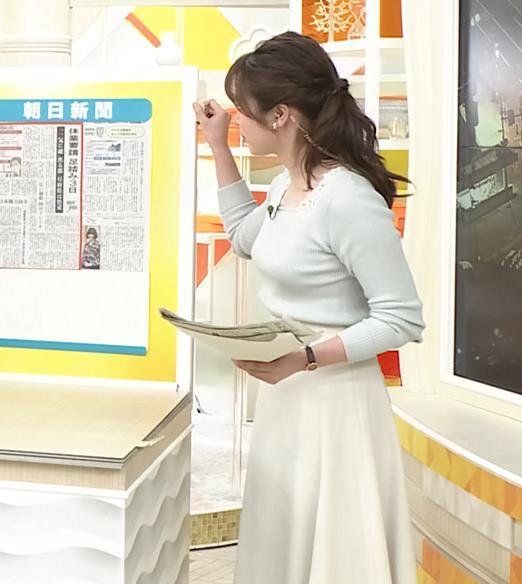 皆川玲奈アナ 朝からエロい横乳キャプ・エロ画像3