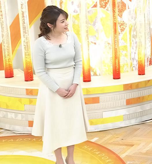 皆川玲奈アナ 朝からエロい横乳キャプ・エロ画像8