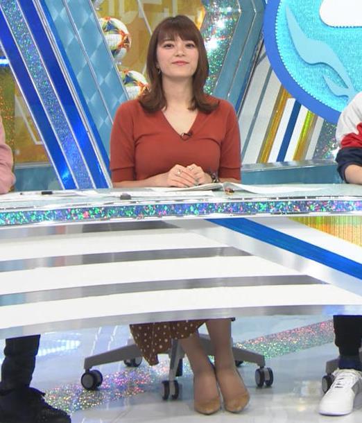 三谷紬アナ 巨乳がピチピチな服キャプ・エロ画像