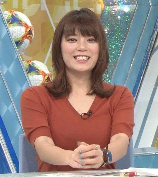 三谷紬アナ 巨乳がピチピチな服キャプ・エロ画像3
