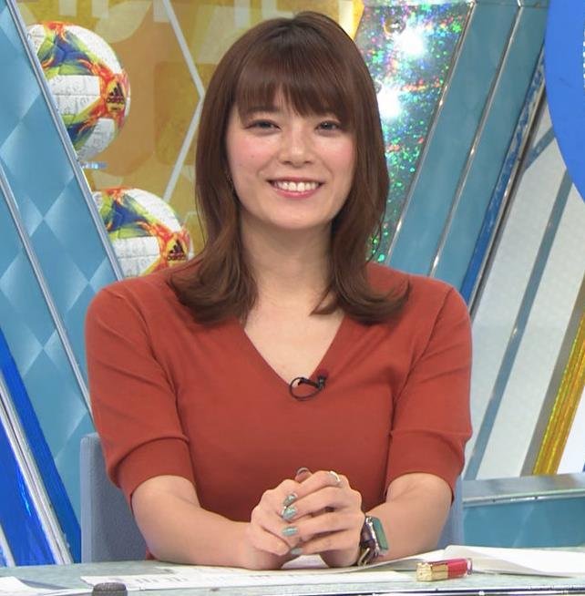 三谷紬アナ 巨乳がピチピチな服キャプ・エロ画像7