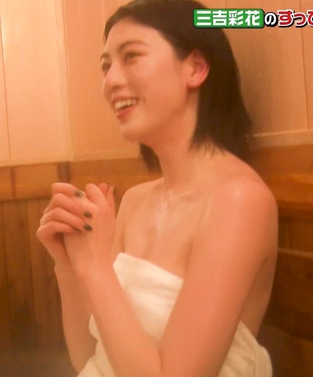 三吉彩花 おっぱいがこぼれ過ぎの入浴キャプ・エロ画像