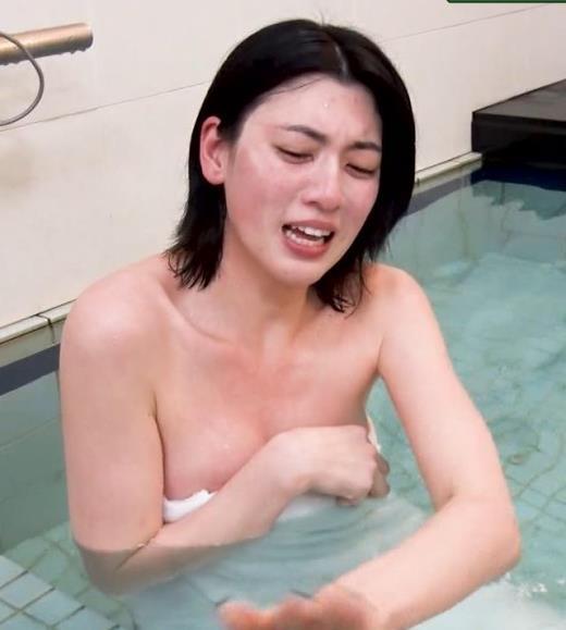 三吉彩花 おっぱいがこぼれ過ぎの入浴キャプ画像(エロ・アイコラ画像)