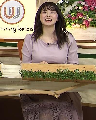 森香澄アナ 巨乳を押しつぶす競馬番組キャプ・エロ画像
