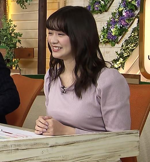 森香澄アナ 巨乳を押しつぶす競馬番組キャプ・エロ画像3