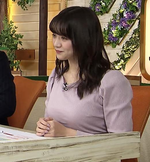 森香澄アナ 巨乳を押しつぶす競馬番組キャプ・エロ画像5