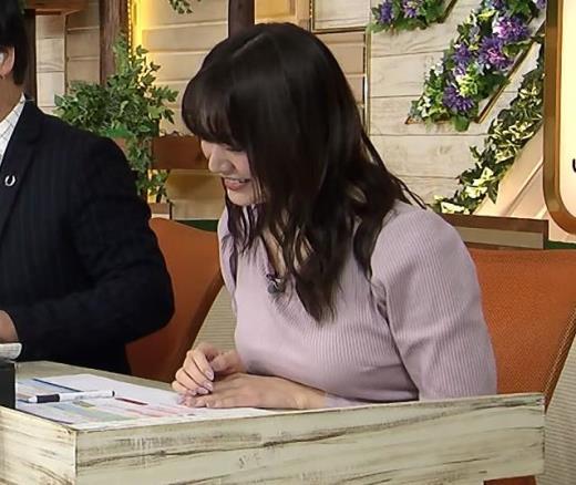 森香澄アナ 巨乳を押しつぶす競馬番組キャプ画像(エロ・アイコラ画像)