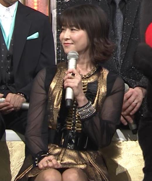 森高千里 ミニスカート(50歳)キャプ・エロ画像2