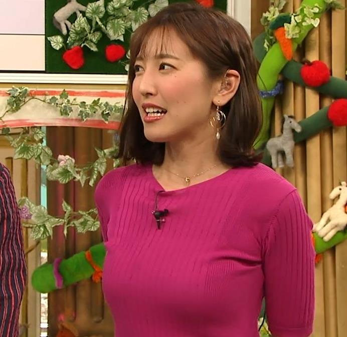 小澤陽子アナ おっぱいのデカさが際立つニットキャプ・エロ画像2