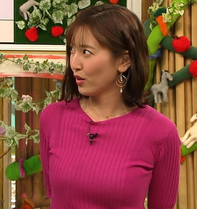 小澤陽子アナ おっぱいのデカさが際立つニットキャプ・エロ画像3