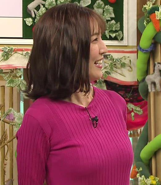 小澤陽子アナ おっぱいのデカさが際立つニットキャプ・エロ画像5