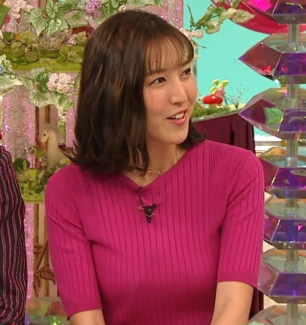 小澤陽子アナ おっぱいのデカさが際立つニットキャプ・エロ画像8