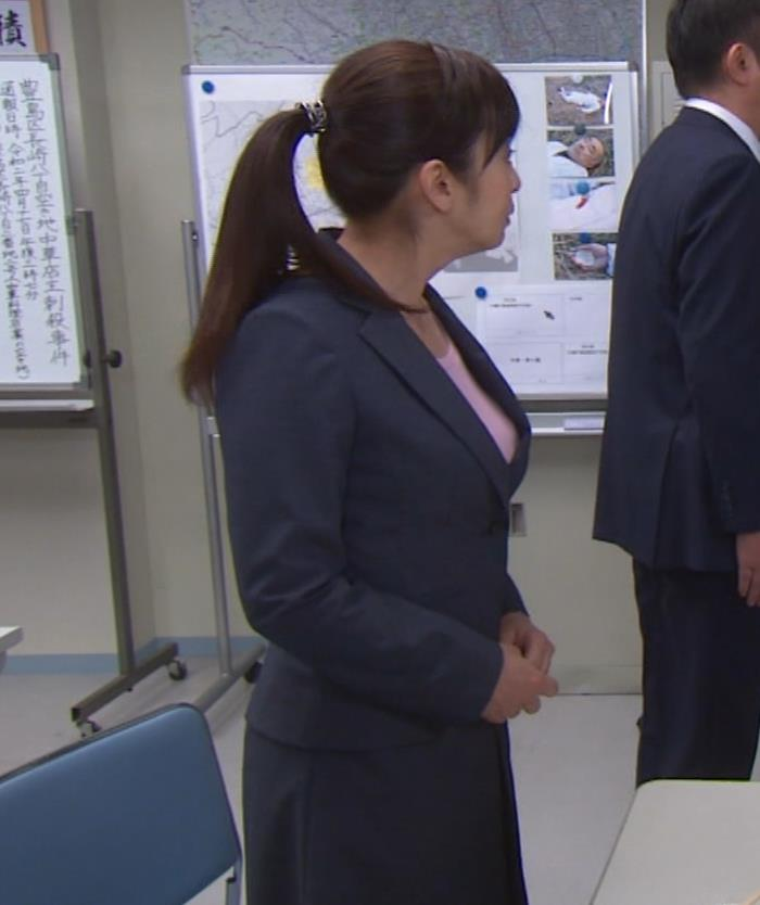 斉藤由貴 熟女巨乳プルンキャプ・エロ画像4