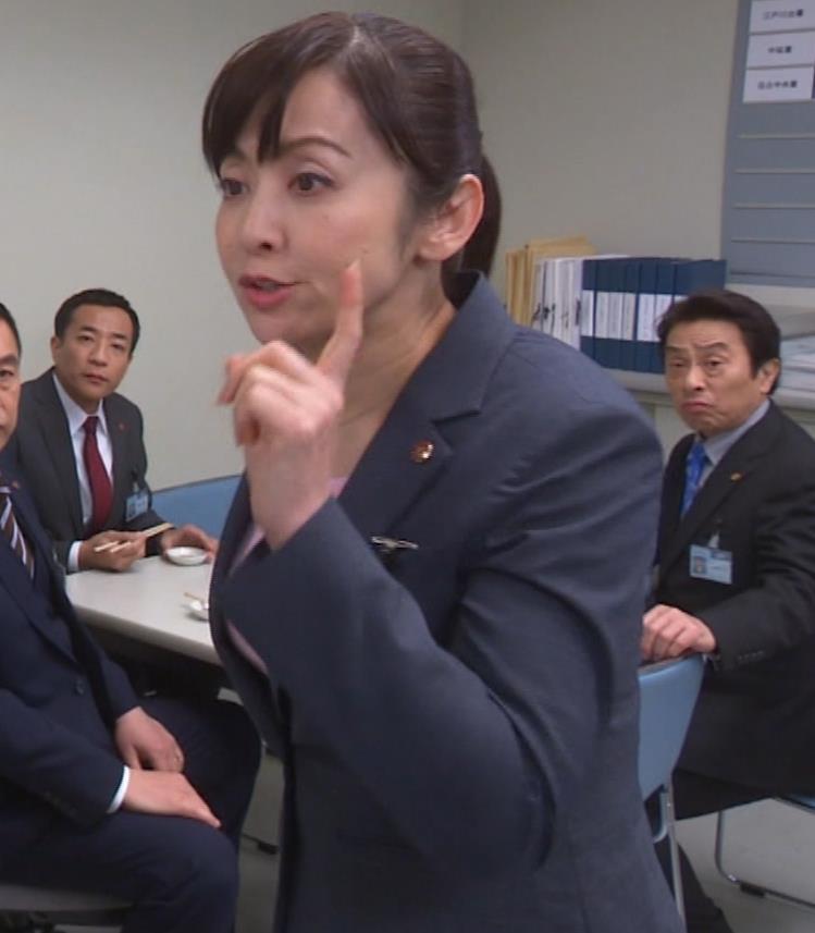 斉藤由貴 熟女巨乳プルンキャプ・エロ画像6