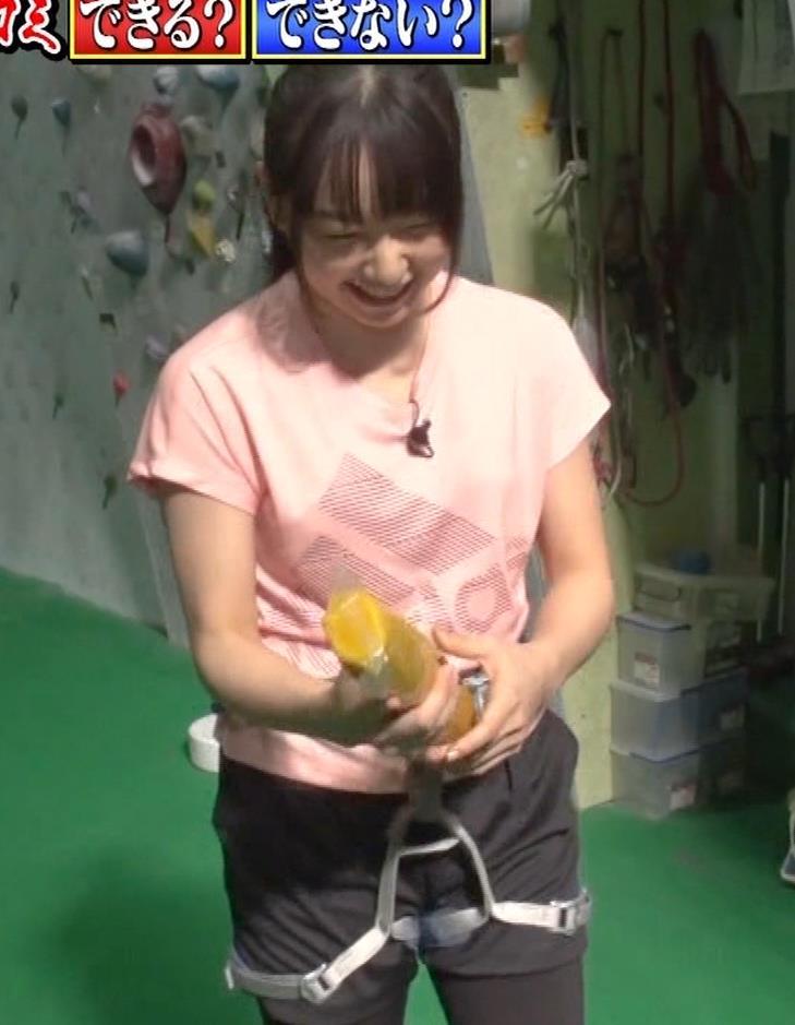 桜井日奈子 クライミングでのTシャツおっぱいキャプ・エロ画像12