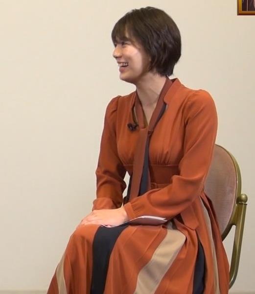佐藤美紀 前かがみ胸チラキャプ・エロ画像7
