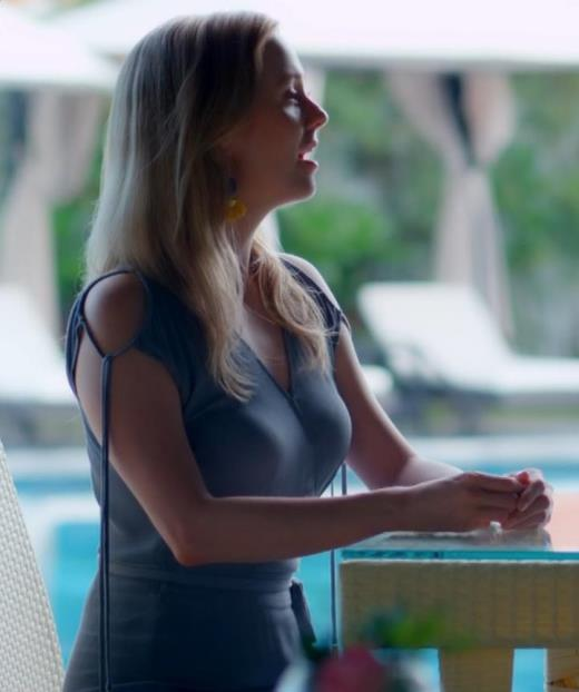シャーロット・ケイト・フォックス おっぱいがえろいCMキャプ画像(エロ・アイコラ画像)