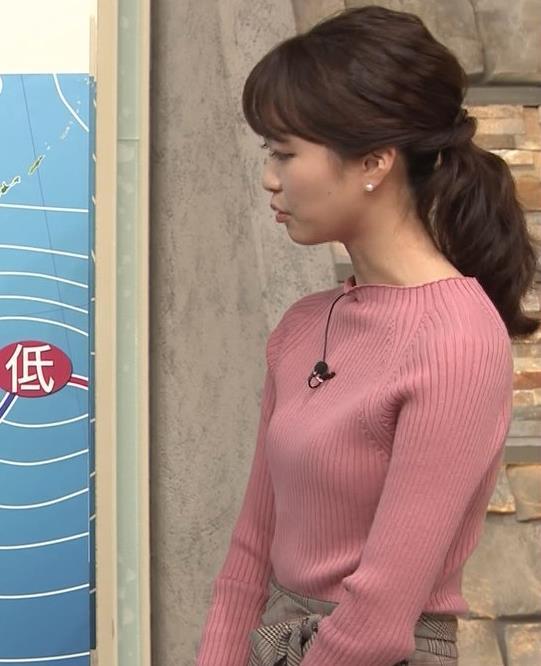 下村彩里アナ ニット微乳キャプ・エロ画像2