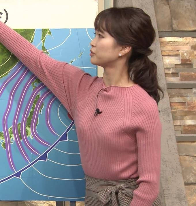 下村彩里アナ ニット微乳キャプ・エロ画像3
