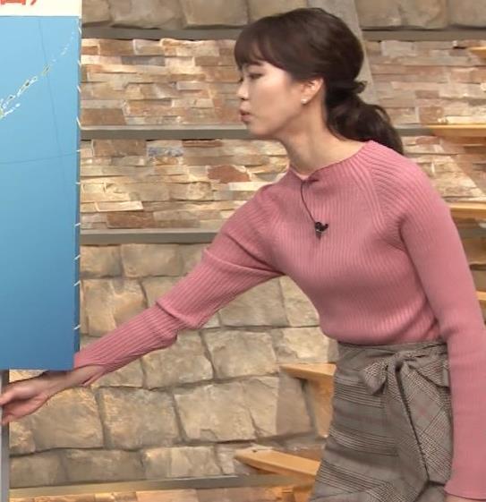 下村彩里アナ ニット微乳キャプ・エロ画像5