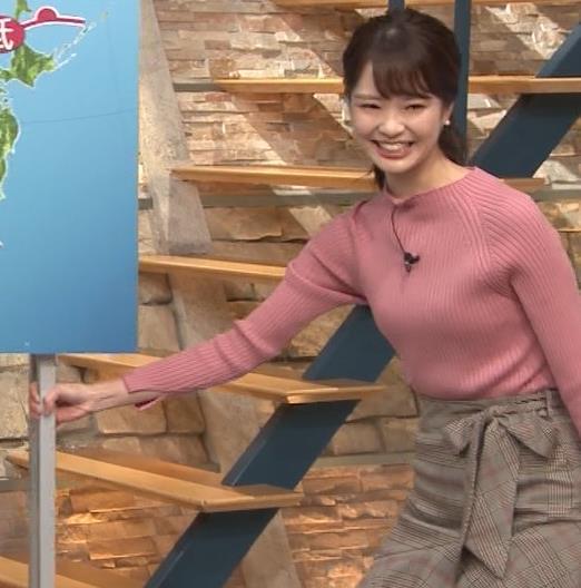 下村彩里アナ ニット微乳キャプ・エロ画像7