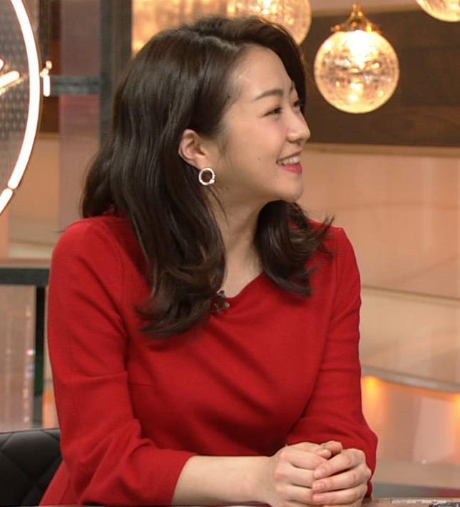 副島萌生アナ デカさが際立つ横乳キャプ・エロ画像