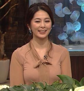杉浦友紀アナ 遠目に見ると裸に見えるエロい色の服キャプ・エロ画像2