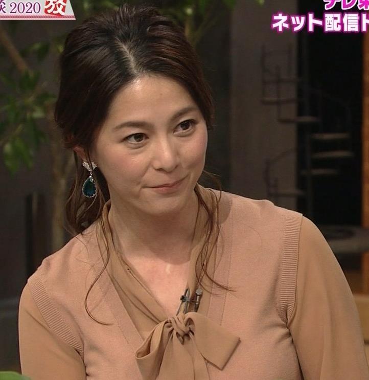 杉浦友紀アナ 遠目に見ると裸に見えるエロい色の服キャプ・エロ画像12