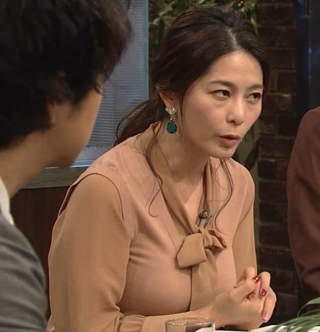 杉浦友紀アナ 遠目に見ると裸に見えるエロい色の服キャプ・エロ画像3
