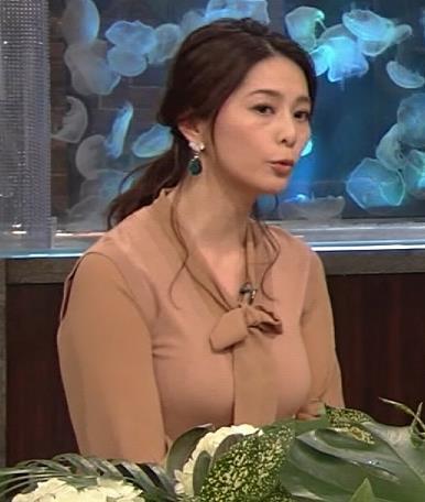 杉浦友紀アナ 遠目に見ると裸に見えるエロい色の服キャプ・エロ画像5