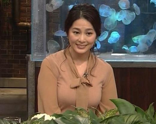杉浦友紀アナ 遠目に見ると裸に見えるエロい色の服キャプ・エロ画像6