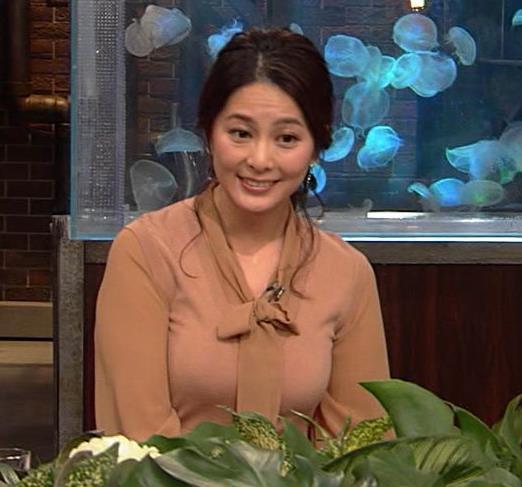 杉浦友紀アナ 遠目に見ると裸に見えるエロい色の服キャプ・エロ画像8