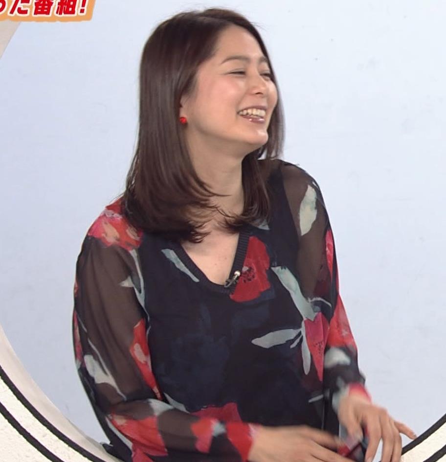 杉浦友紀アナ Vネック胸元エロキャプ・エロ画像2