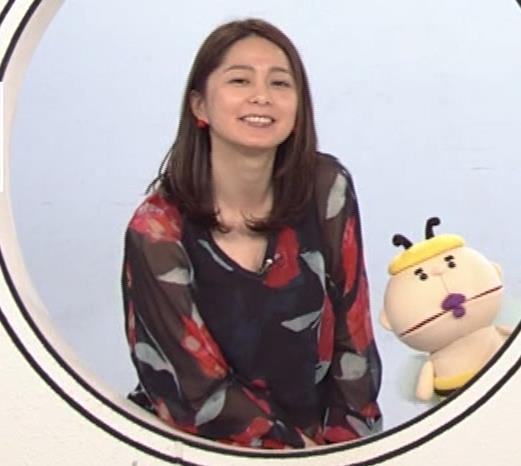 杉浦友紀アナ Vネック胸元エロキャプ・エロ画像11