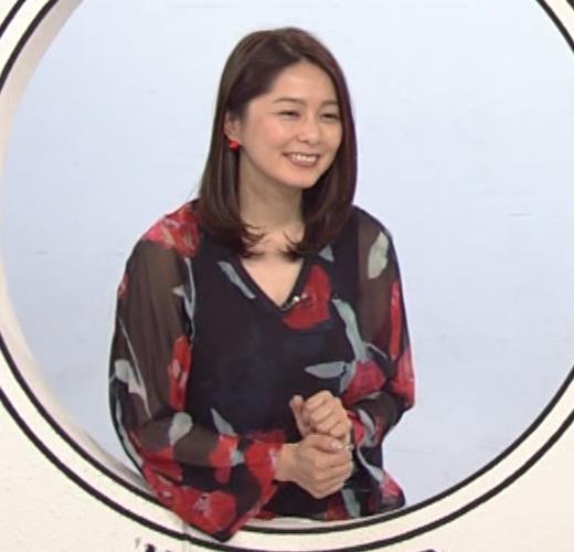 杉浦友紀アナ Vネック胸元エロキャプ・エロ画像3