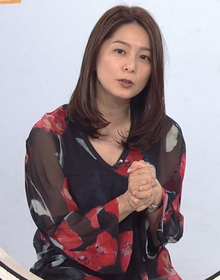 杉浦友紀アナ Vネック胸元エロキャプ・エロ画像4