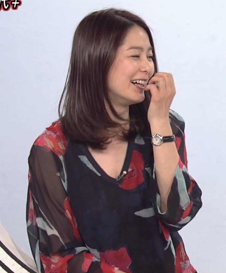 杉浦友紀アナ Vネック胸元エロキャプ・エロ画像5
