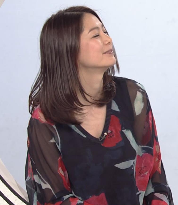 杉浦友紀アナ Vネック胸元エロキャプ・エロ画像6