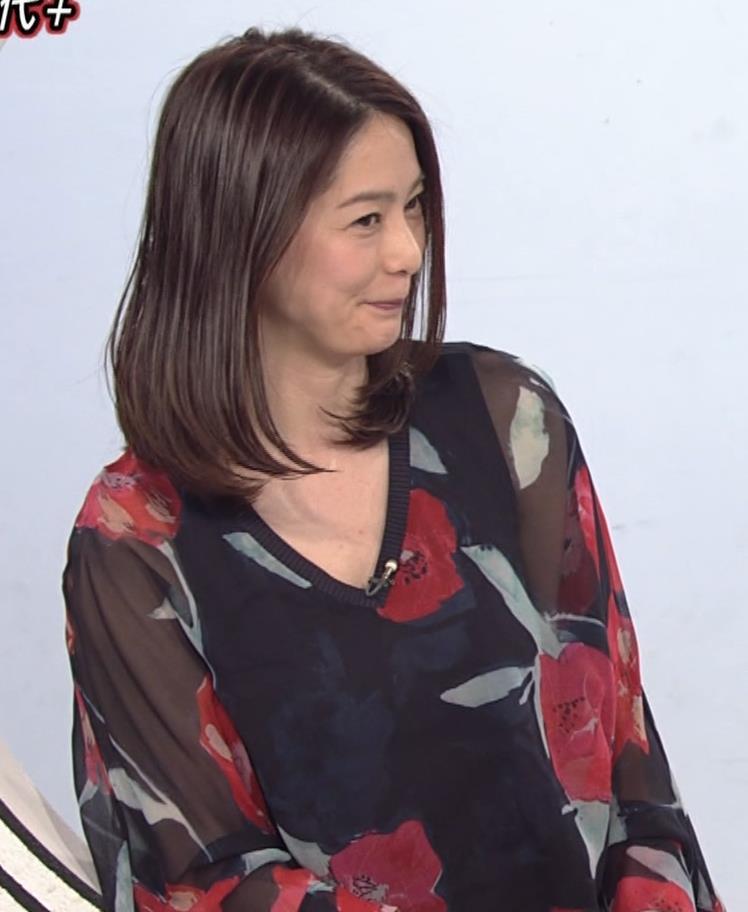 杉浦友紀アナ Vネック胸元エロキャプ・エロ画像7