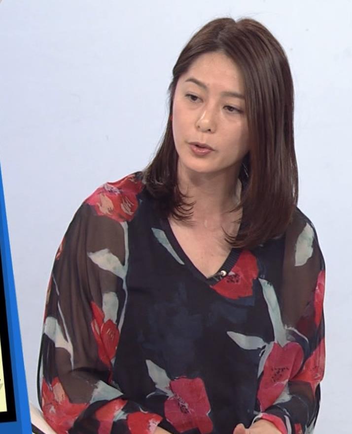 杉浦友紀アナ Vネック胸元エロキャプ・エロ画像8