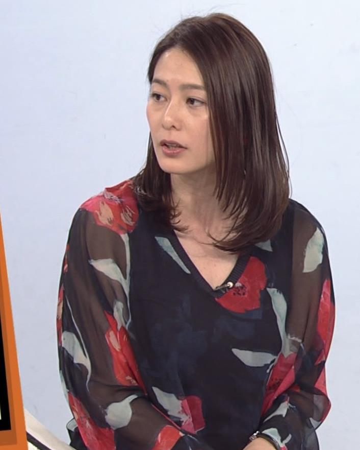 杉浦友紀アナ Vネック胸元エロキャプ・エロ画像10